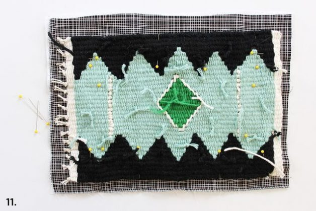 Como hacer un cojin tejido con un telar