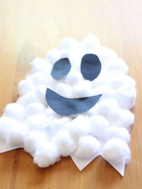 divertidos fantasmas de algodon para hacer con los ninos